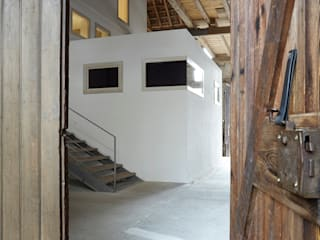 Ingresso & Corridoio in stile  di ab.rm - gesellschaft für interdisziplinäres arbeiten in den Bereichen Architektur, Urbanistik, design, Kunst