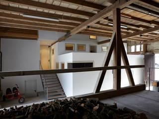 Corridor & hallway by ab.rm - gesellschaft für interdisziplinäres arbeiten in den Bereichen Architektur, Urbanistik, design, Kunst