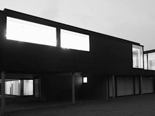 Carport onder keuken.: minimalistische Huizen door aHa-architecten gcv