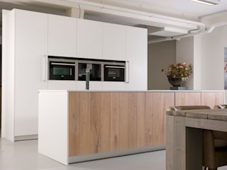 Modern Kitchen by NewLook Brasschaat Keukens Modern