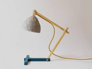 """""""Metamorfozis"""" lampe de bureau fait de pâte de bois et du papier,stuc par Crea-re Studio Minimaliste"""