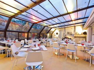 """Cenare sotto le stelle in un set cinematografico nel centro di MIlano - il nuovo ristorante """"Parentesi"""" Negozi & Locali commerciali in stile industrial di arcHITects srl Industrial"""