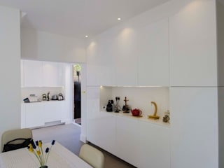 Parapan Kitchen:  Kitchen by Peter Bell Architects
