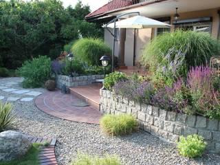 Taras w stylu śródziemnomorskim: styl , w kategorii  zaprojektowany przez Garden Idea - Projektowanie Ogrodów