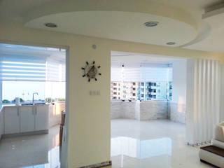 Emre Urasoğlu İç Mimarlık Tasarım Ltd.Şti. – Beyaz Ev - Mersin Çeşmeli Yazlık Projesi:  tarz Oturma Odası