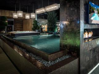 Qmozaix glasmozaiek en Starlike epoxyvoegen laten Waterstijl zwembad schitteren:  Badkamer door Keramix, Modern