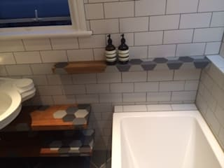 Bathroom floating shelves , woodstylelondon BadezimmerAblagen
