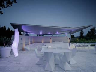 Filigranes Sonnensegel aus Stahlbeton Moderner Garten von KARL+ZILLER Architektur Modern