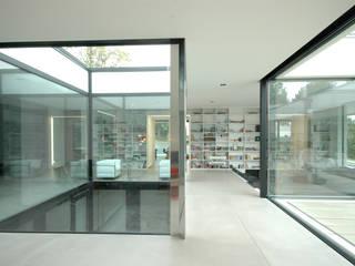 Salon minimaliste par Osterwold°Schmidt EXP!ANDER Architekten Minimaliste
