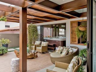 Terrazas de estilo  por Espaço do Traço arquitetura, Tropical