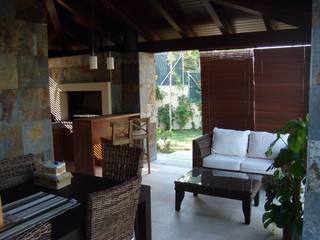 Mediterranean style dining room by DEKMAK interiores Mediterranean