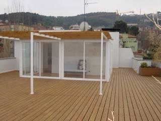 Balcones y terrazas modernos de DEKMAK interiores Moderno