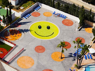 Smile Pool and Playground A2arquitectos Piscine moderne