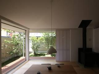 古川町の家: 深山知子一級建築士事務所・アトリエレトノが手掛けたリビングです。,モダン