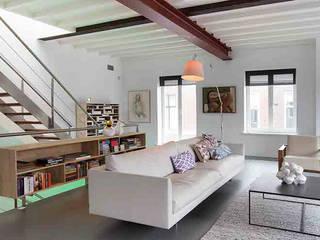 Schelpstraat Den Haag:  Woonkamer door Architectenbureau Filip Mens, Modern