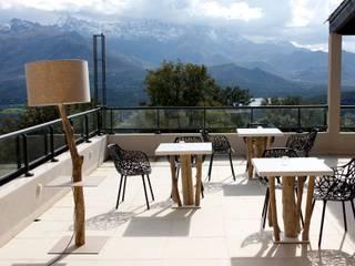 Terrasse Hotel en Corse: Hôtels de style  par CORO furniture