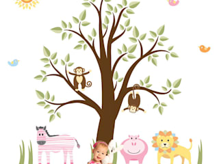Deluxe Jungle Animal Luxury Nursery Wall Art Sticker Designs for a baby girls of baby boys nursery room par Enchanted Interiors Moderne