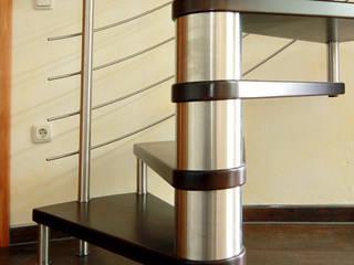 Stufen aus heimischer Buche: moderne Wohnzimmer von STREGER Massivholztreppen GmbH