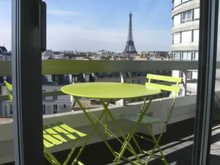 réhabilitation d'appartement  à Paris: Fenêtres de style  par CARTEL Architectes