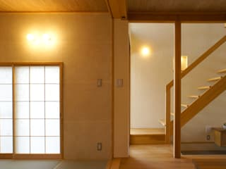 Eclectic style corridor, hallway & stairs by 環境創作室杉 Eclectic