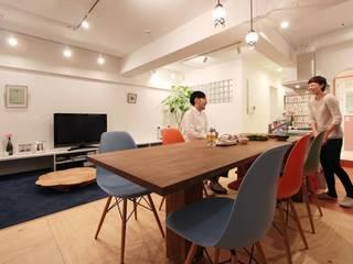 空間の凹凸を活かしたカラフルな家: nuリノベーションが手掛けたキッチンです。,