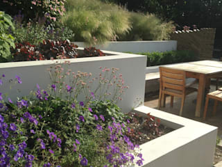 Large Contemporary Garden by Katherine Roper Landscape & Garden Design Сучасний