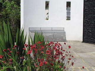 Traditional and Contemporary Mix Cherry Mills Garden Design Jardines de estilo moderno