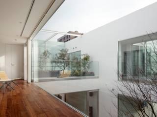 PATIO   HARMONIA   高級注文住宅   2013 GOOD DESIGN AWARD: Mアーキテクツ 高級邸宅 豪邸 注文住宅 別荘建築 LUXURY HOUSES   M-architectsが手掛けた庭です。