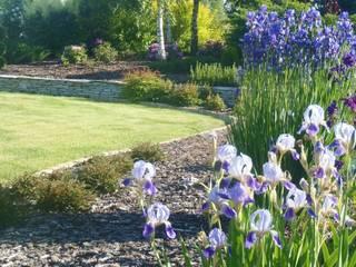 Ogród w pięknych kolorach.: styl , w kategorii  zaprojektowany przez STYLOWE OGRODY