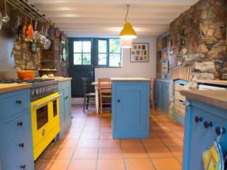 A Playful Shaker Kitchen Modern kitchen by homify Modern