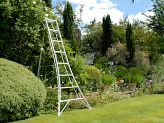 Niwaki Tripod Ladder: country Garden by Niwaki