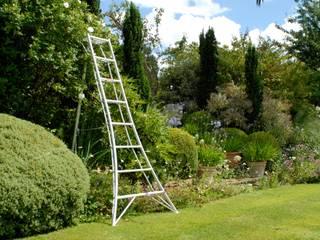 Niwaki Tripod Ladder Country style garden by Niwaki Country