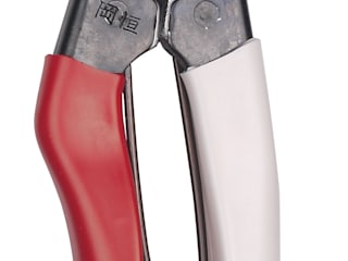 Niwaki Okatsune Secateurs Country style gardens by Niwaki Country