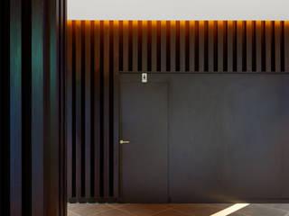 Corridor & hallway by DECONS  GKAO S.L.