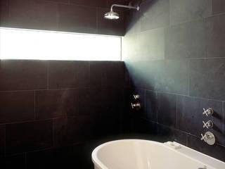 Salle de bains de style  par paul seuntjens architectuur en interieur