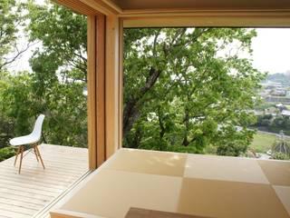 Tei dining room Azjatycki balkon, taras i weranda od キリコ設計事務所 Azjatycki