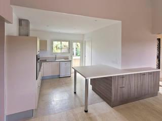 rénovation partielle d'une maison d'habitation et ses abords Cuisine moderne par Atelier RnB Moderne