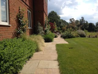 Country manor house Country style garden by Roeder Landscape Design Ltd Country