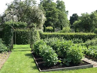Country estate vegetable garden Country style garden by Roeder Landscape Design Ltd Country