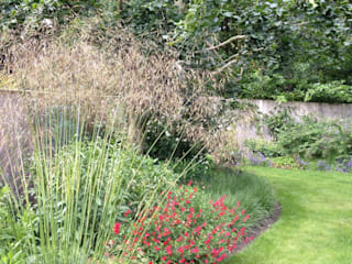 Naturalistic garden in Surrey Country style garden by Roeder Landscape Design Ltd Country