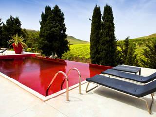 SICILIA - FARM HOTEL - Red Pool di Olympic Italia - Piscina Rossa - Progettazione Piscine Piscina in stile mediterraneo di Olympic Italia Costruzioni Piscine SPA - di Gabriele Lodato Mediterraneo