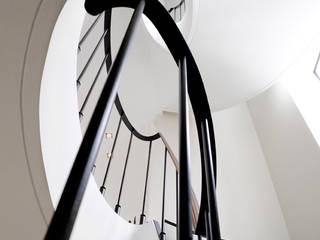 Modern Corridor, Hallway and Staircase by ligne V Modern