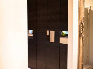 Residence in London: Camera da letto in stile in stile Eclettico di SMA S.p.a.