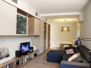 Reforma de vivienda en el ensanche de Barcelona Salones de estilo moderno de 5lab Moderno