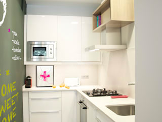 Reforma de vivienda en el ensanche de Barcelona Cocinas de estilo moderno de 5lab Moderno