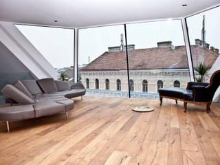Penthouse P:  Wohnzimmer von t-hoch-n Architektur