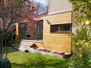 Le jardin: Maisons de style  par MELANIE LALLEMAND ARCHITECTURES