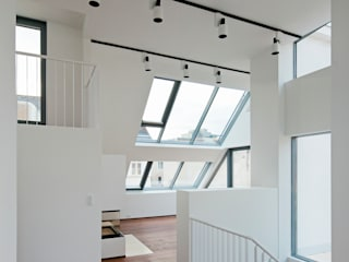 Penthouse K t-hoch-n Architektur Moderner Flur, Diele & Treppenhaus