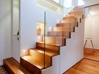 Pasillos, vestíbulos y escaleras de estilo moderno de ARCHITETTO ALESSANDRO PASSARDI Moderno