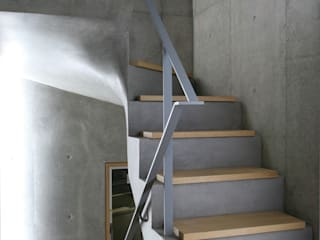 Modern Corridor, Hallway and Staircase by 東章司建築研究所 Modern